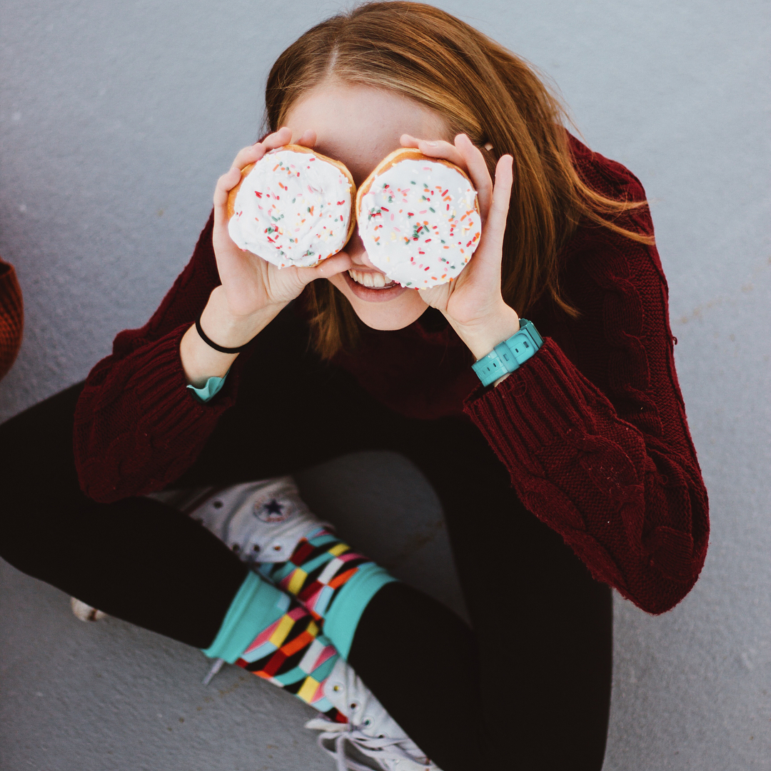 Abi Bouman holds donuts over her eyes