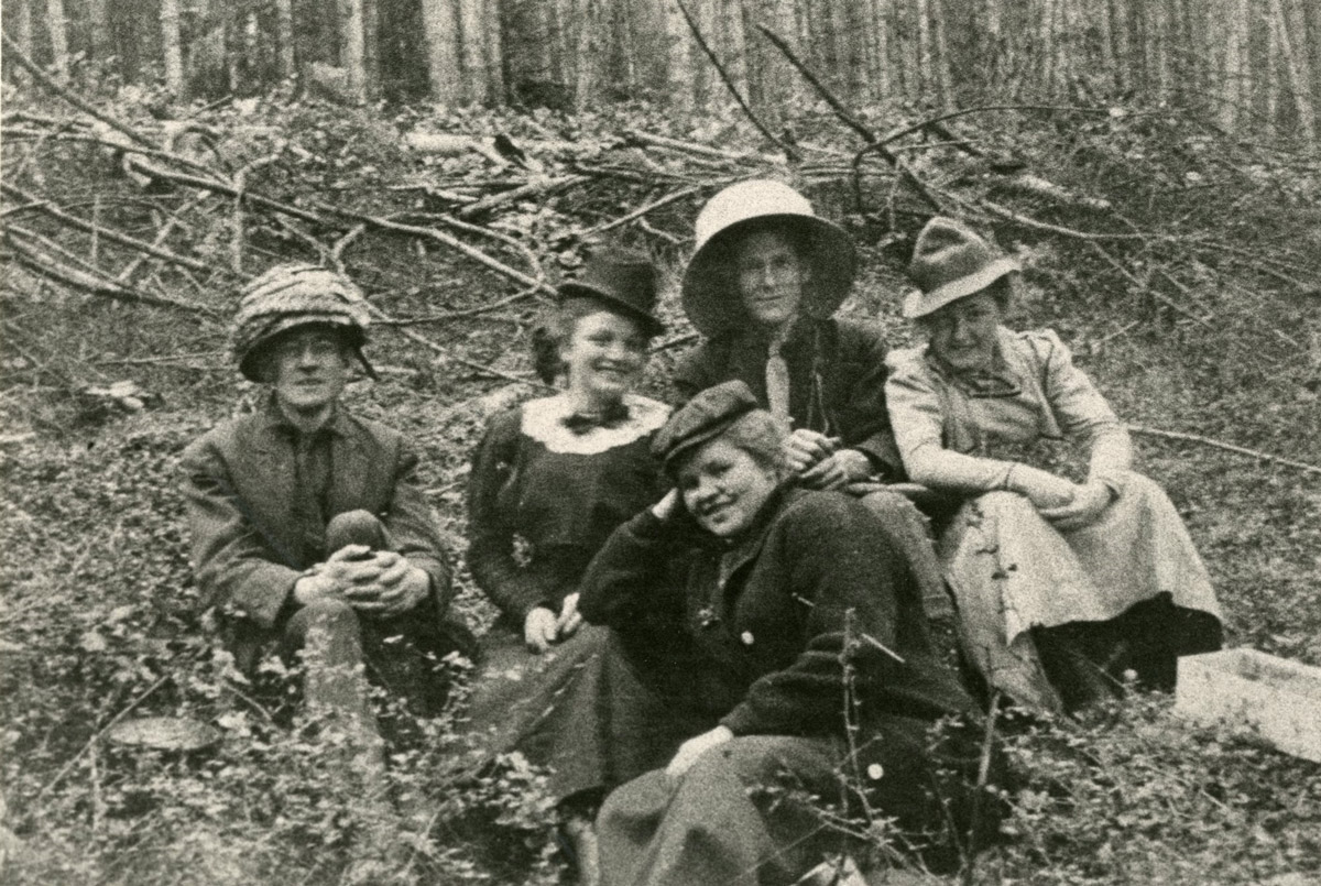 Female Seattle Pacific hikers taken decades ago.