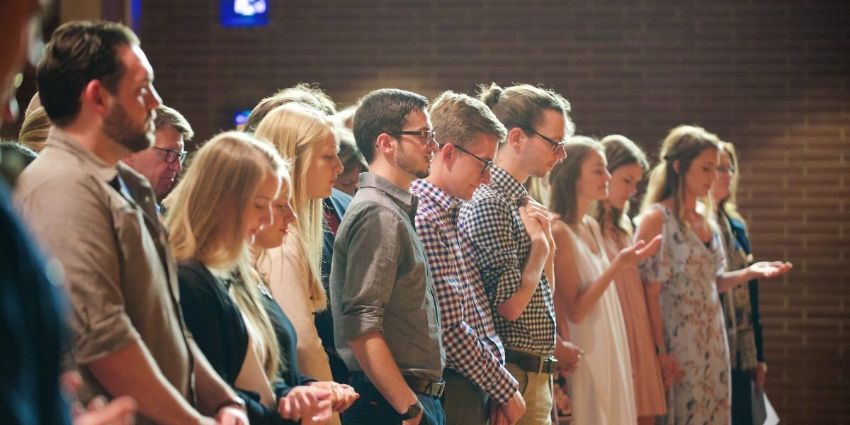 students worship in Chapel