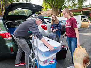 SPU parents helping their student move in