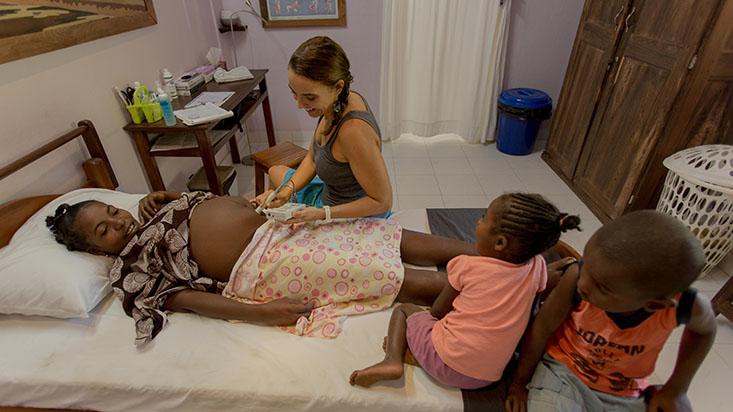 Alissa Shattenberg performs an ultrasound