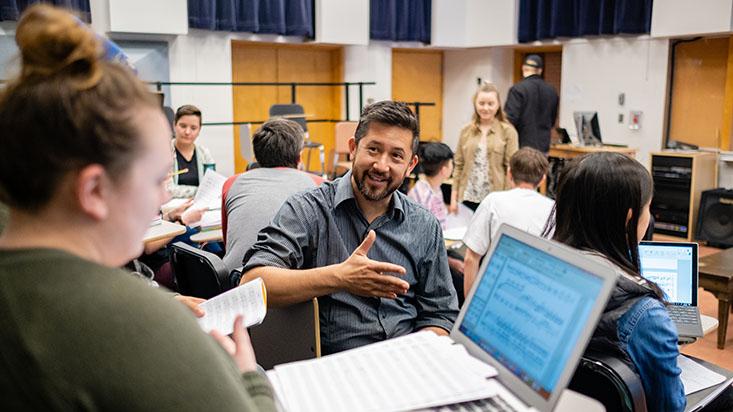 Dr. Brian Chin teaching class   photo by Chris Yang