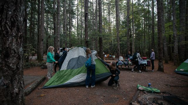 SPU Outdoor recreation students set up a tent